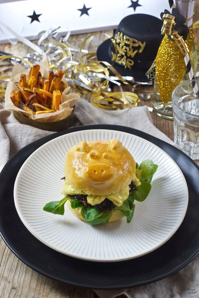 Silvester Burger mit einem Schweinchen Burger Bun von Sweets & Lifestyle®