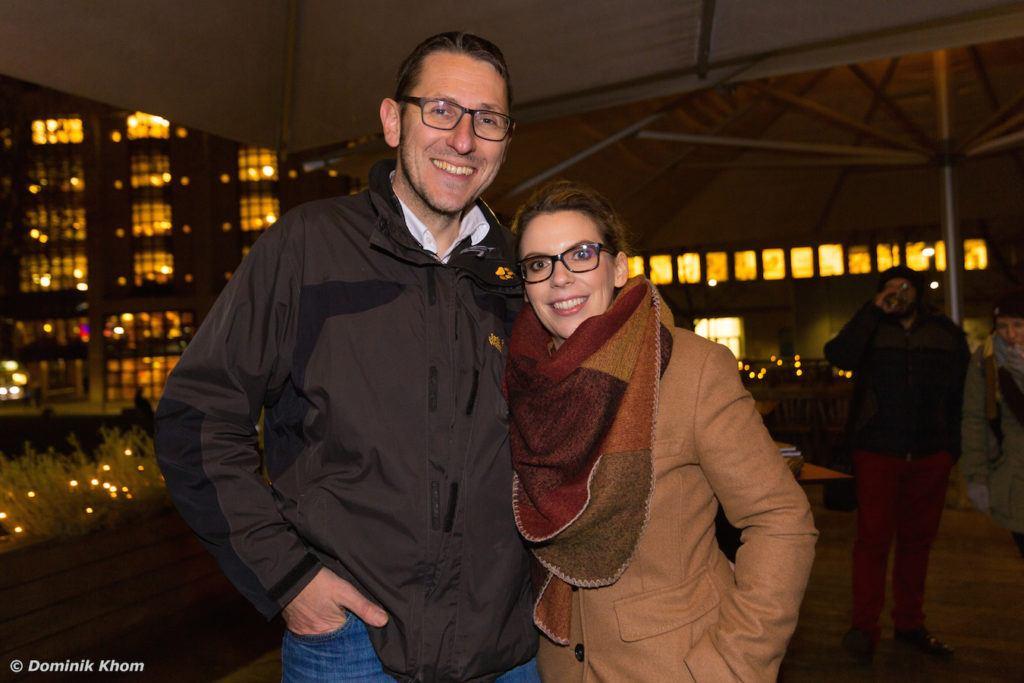 Verena Pelikan mit ihrem Lebensgefährten Roman Kraus bei der Präsentation ihres Buches Punsch Glögg und heißer Kakao auf der Terrasse des Restaurants Heuer am Karlsplatz in Wien