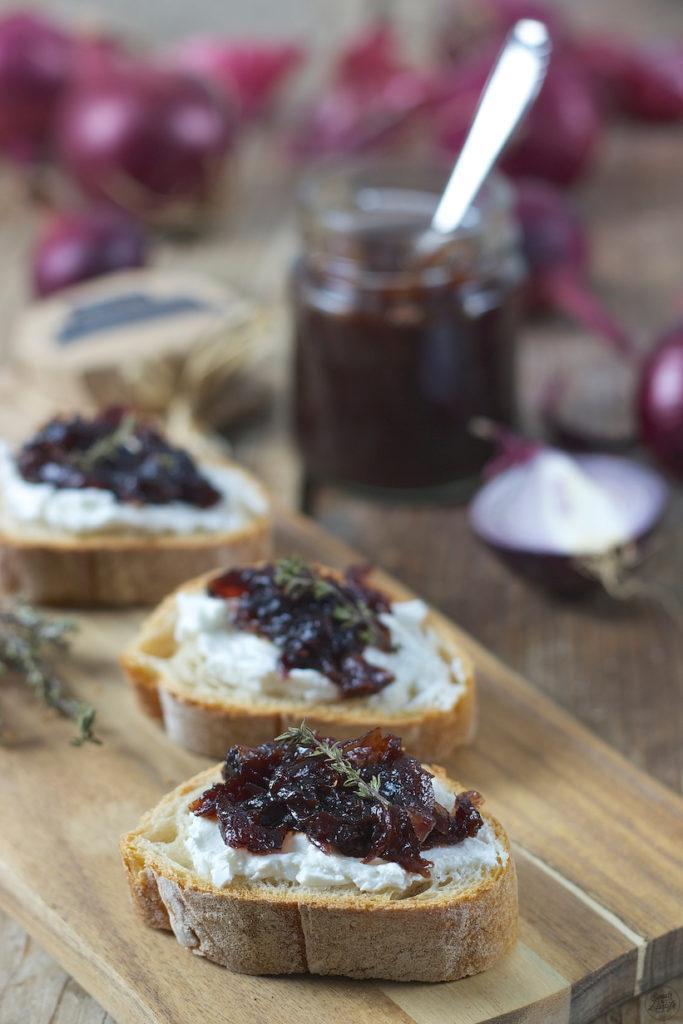 Köstliche Rote Zwiebelmarmelade mit Rotwein von Sweets & Lifestyle®