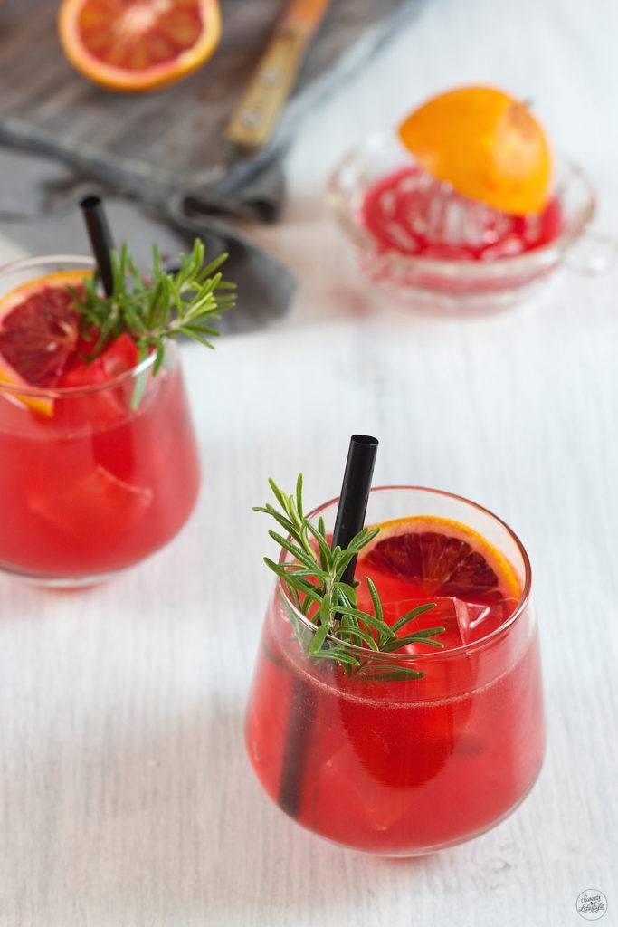 Frischer Blutorangensaft für den Blutorangen Gin Cocktail von Sweets & Lifestyle®