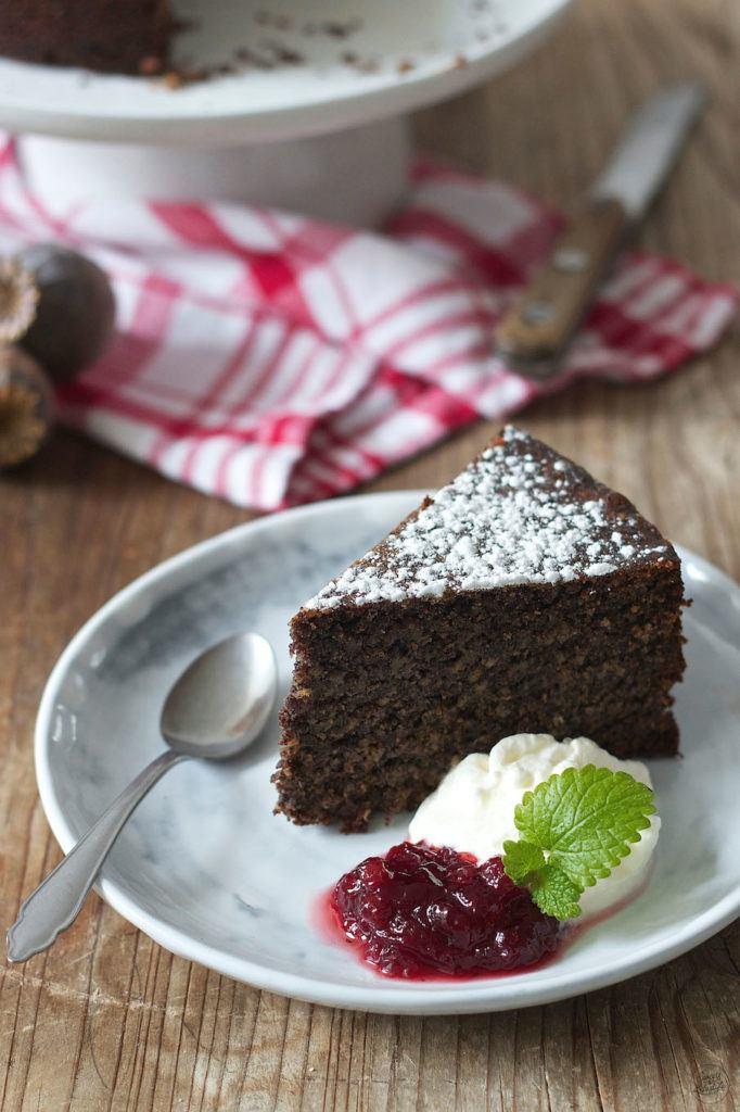Saftiger Mohnkuchen noch dazu glutenfrei mit Schlagobers und Preiselbeeren von Sweets & Lifestyle®