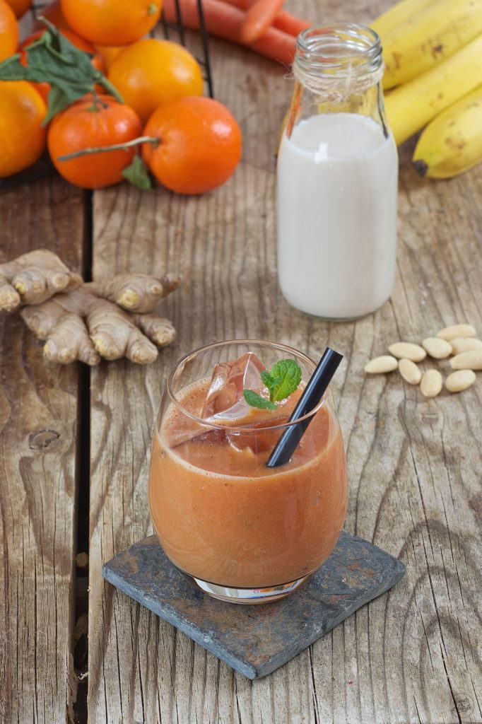 Orangen Karotten Smoothie mit Mandelmilch und einem Hauch Ingwer von Sweets & Lifestyle®