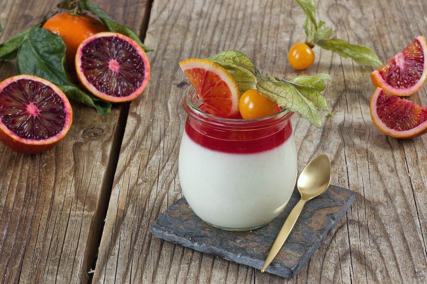 buttermilch panna cotta mit blutorangen rezept sweets lifestyle. Black Bedroom Furniture Sets. Home Design Ideas