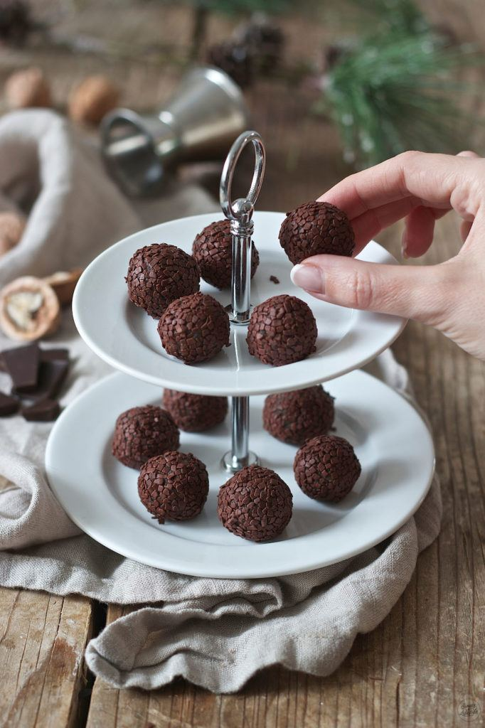 Selbst gemachte Amarettokugeln aus Keksresten von Sweets & Lifestyle®