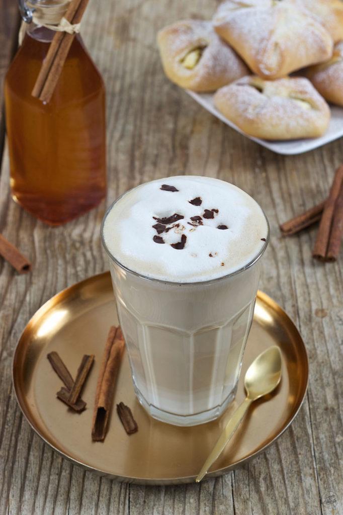 Zimtkaffee mit selbst gemachtem Zimtsirup verfeinert von Sweets & Lifestyle®