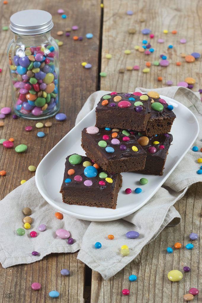 Brownies mit Smarties für den Kindergeburtstag von Sweets & Lifestyle®