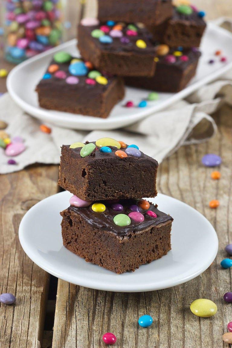 Saftige Brownies Mit Smarties Rezept Sweets Lifestyle