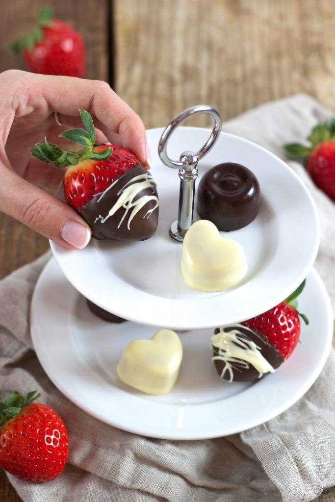 Erdbeeren mit Schokolade überzogen Rezept von Sweets & Lifestyle®
