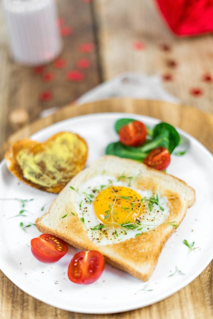 Herz Spiegelei in Toastbrot gebacken für den Muttertagsbrunch von Sweets & Lifestyle®