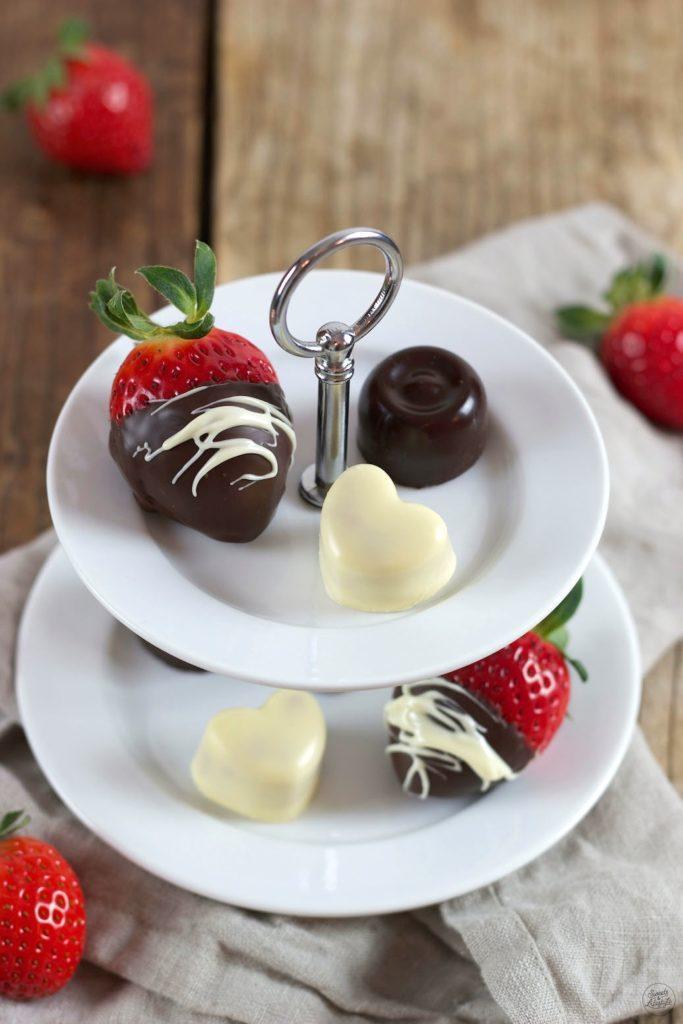 Pralinen selbstgemacht mit Erdbeerfüllung zum Valentinstag von Sweets & Lifestyle®