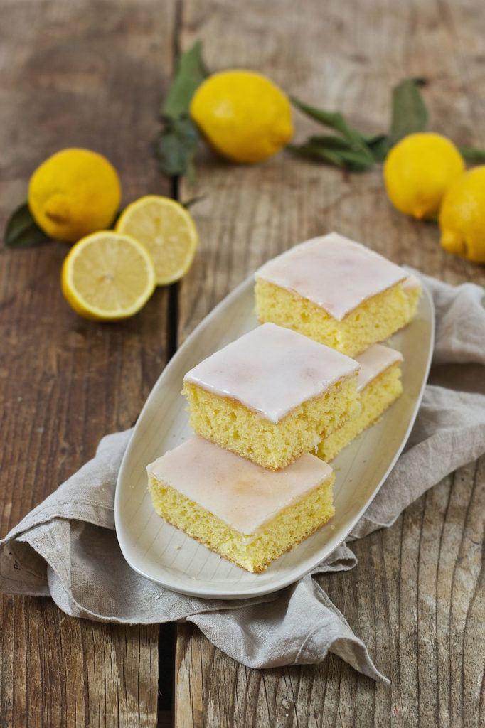 Saftiger Zitronenkuchen am Blech gebacken von Sweets & Lifestyle®
