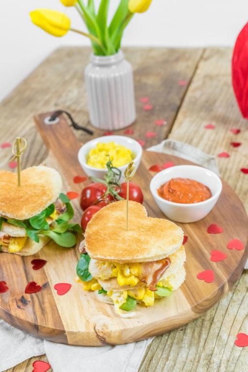 Toast Burger in Herzform nach einem Rezept von Sweets & Lifestyle®
