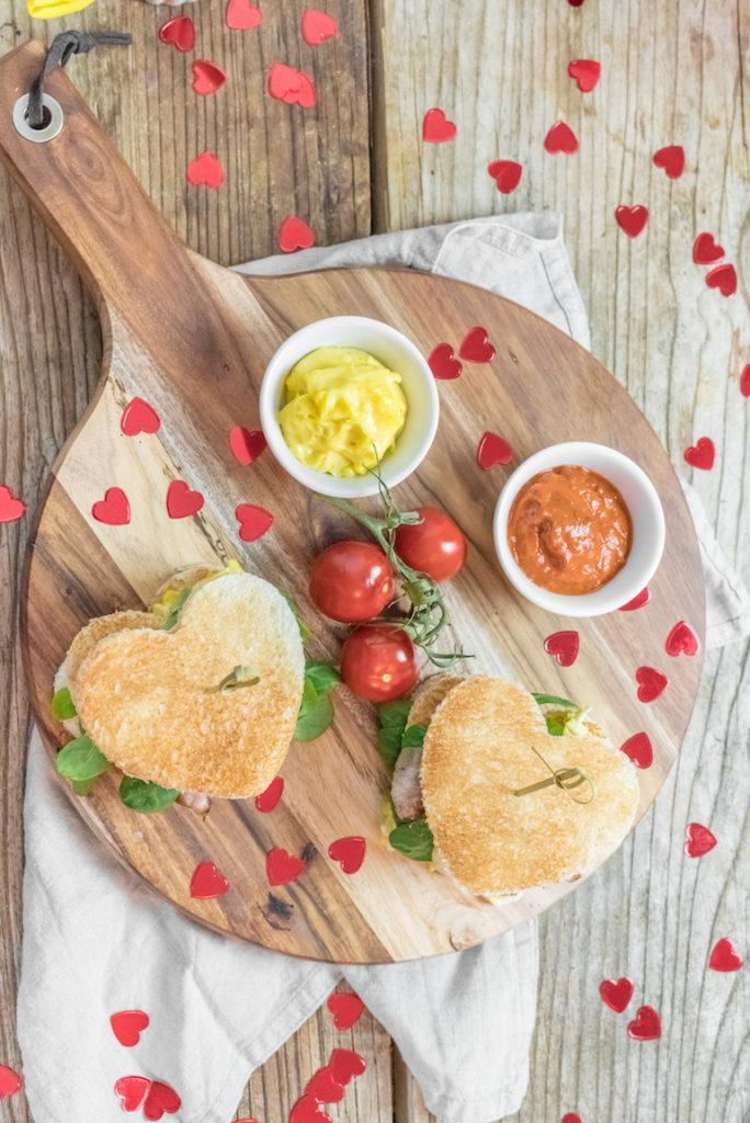 Toastburger in Herzform zum Valentinstag von Sweets & Lifestyle®