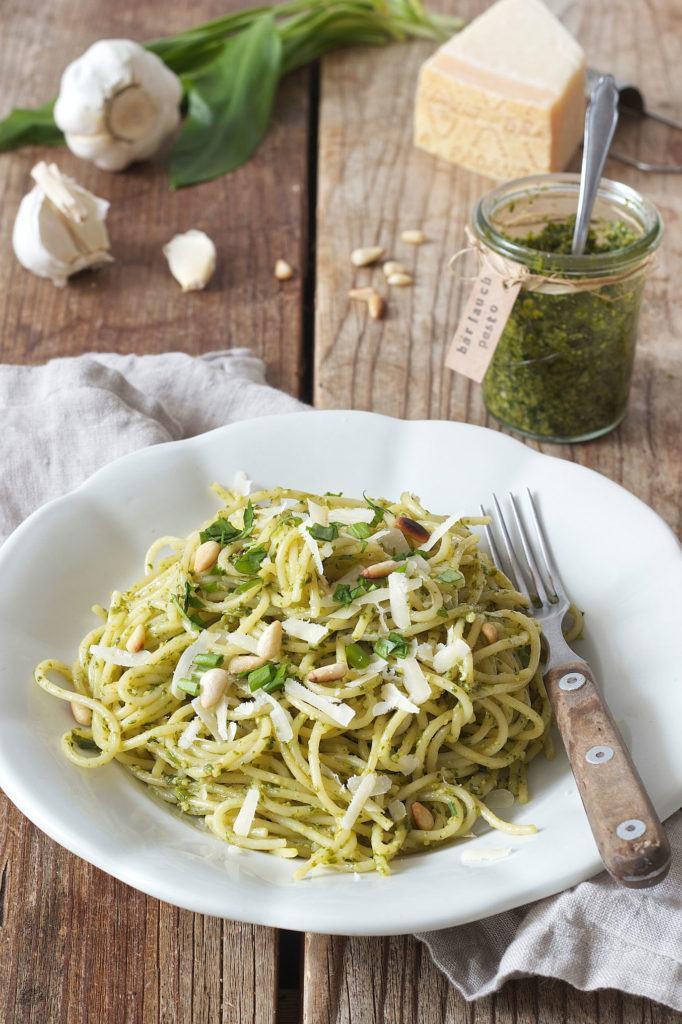 Bärlauchspaghetti mit Parmesan und gerösteten Pinienkernen von Sweets & Lifestyle®
