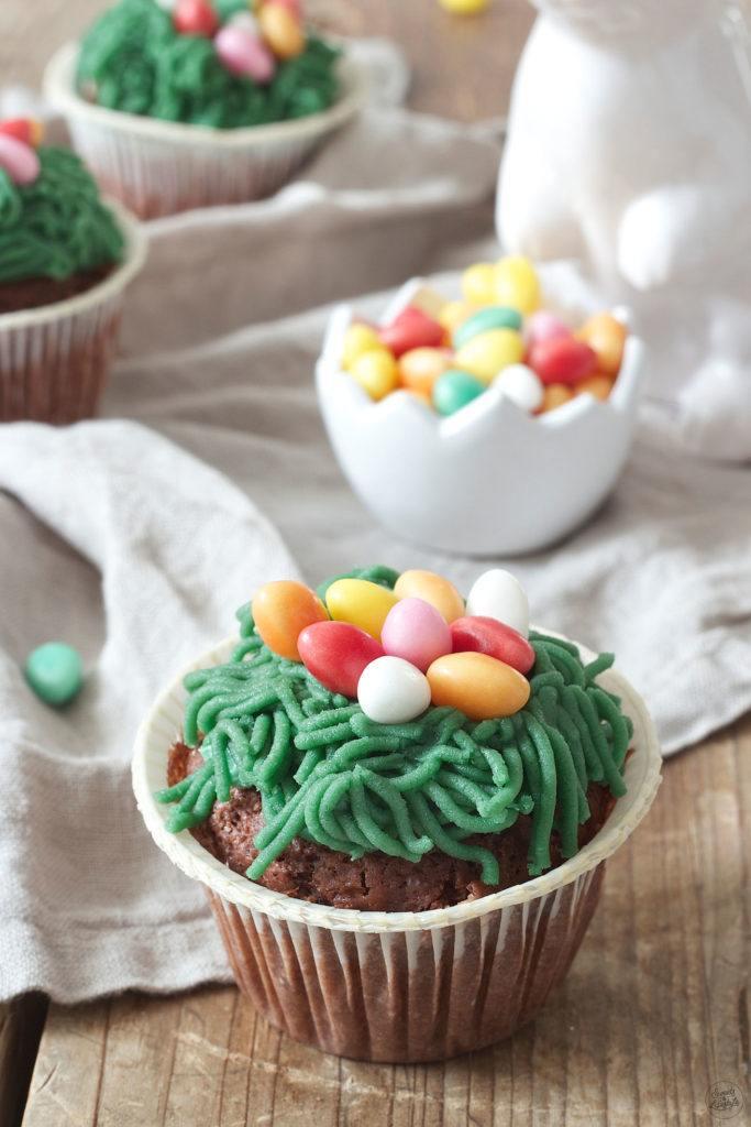Osternest Cupcakes mit einem Osternest aus Marzipan von Sweets & Lifestyle®