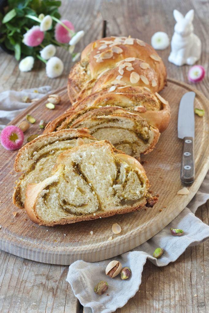 Saftiger Osterzopf gefüllt mit Pistazien und Marzipan von Sweets & Lifestyle®
