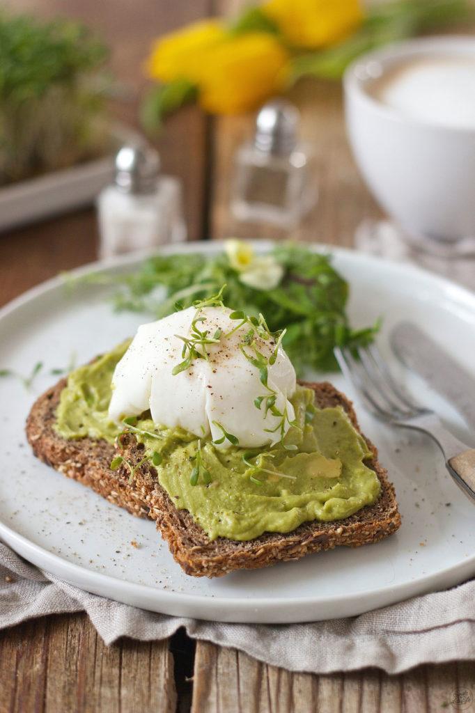 Pochiertes Ei auf getoastetem Avocadobrot von Sweets & Lifestyle®