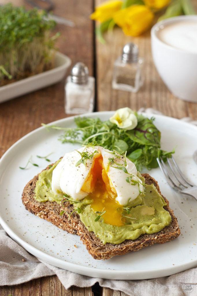 Perfekt pochiertes Ei auf Avocadobrot von Sweets & Lifestyle®