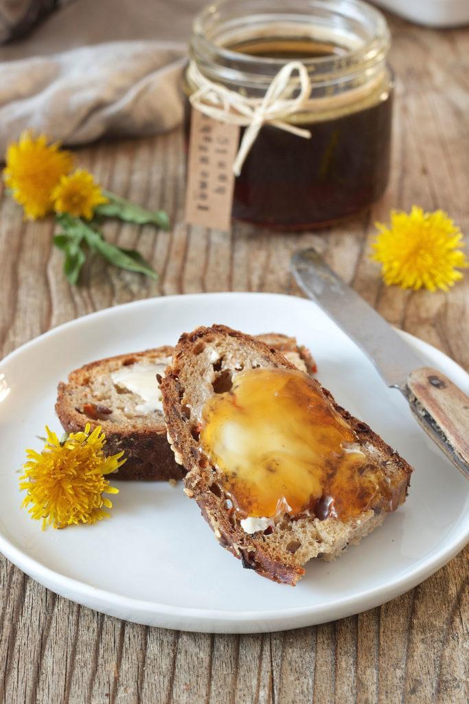 Brot mit selbst gemachtem Löwenzahnhonig von Sweets & Lifestyle®