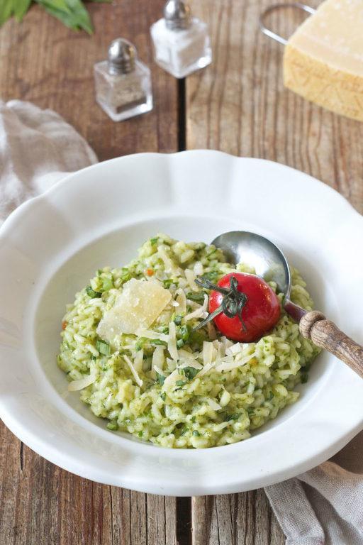 Cremiges Bärlauchrisotto mit gerösteten Tomaten serviert von Sweets & Lifestyle®