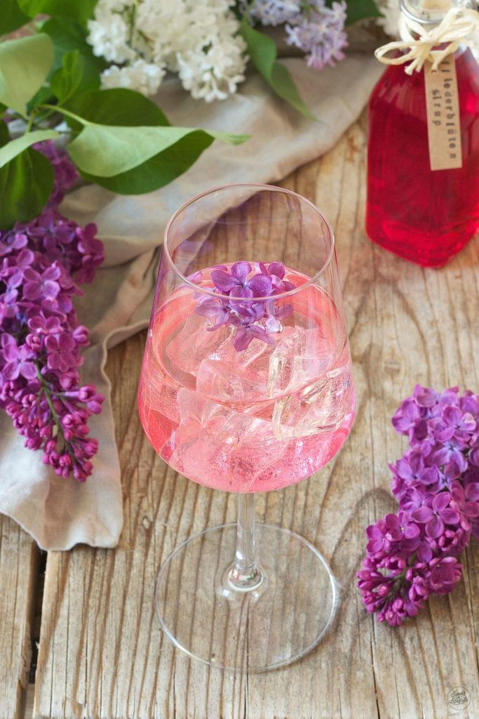 Erfrischender Fliederspritzer verfeinert mit selbst gemachtem Fliedersirup von Sweets & Lifestyle®