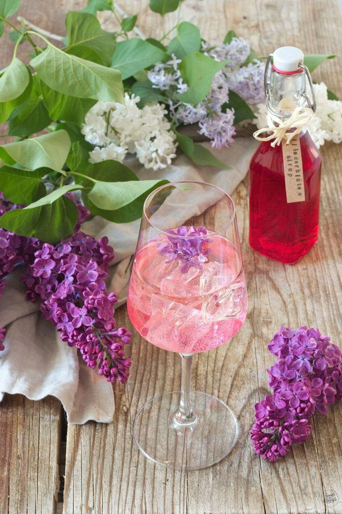 Erfrischender Fliederspritzer als Sommergetränk von Sweets & Lifestyle®