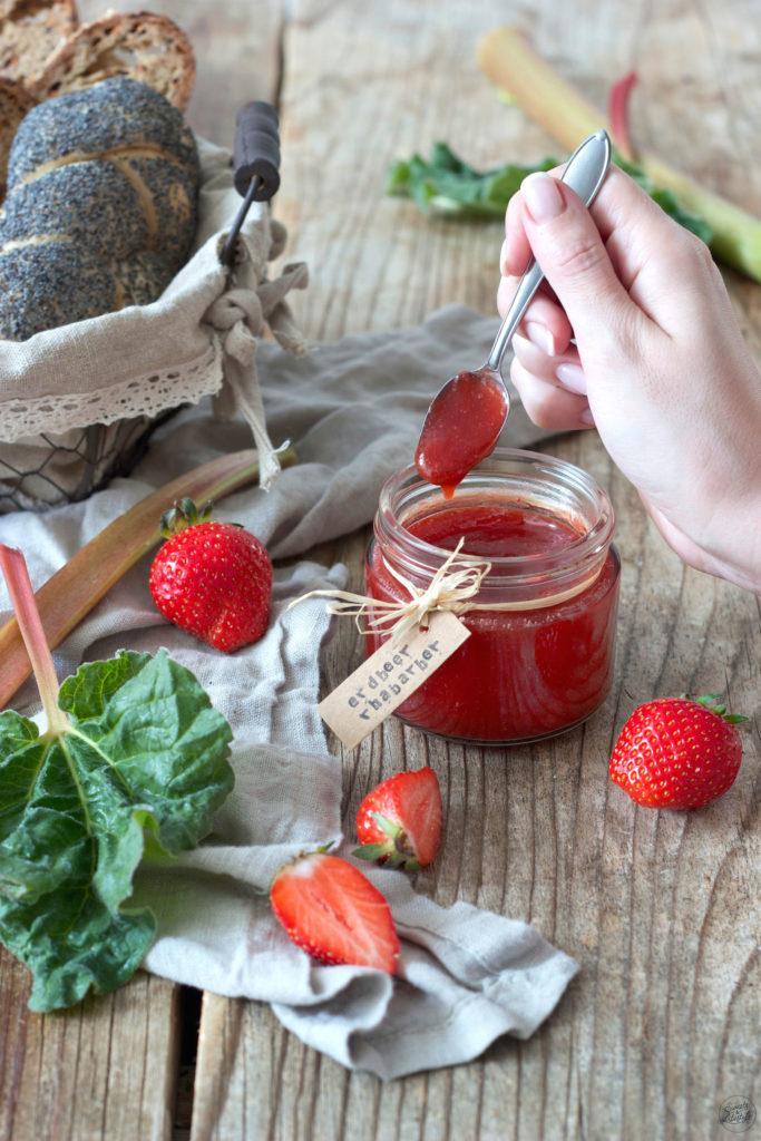 Fruchtige Erdbeer Rhabarber Marmelade nach einem Rezept von Sweets & Lifestyle®