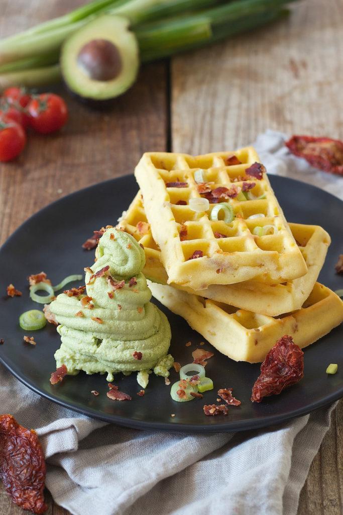 Herzhafte Waffeln mit Avocado Feta Sorbet zum Frühstück bei Sweets & Lifestyle®
