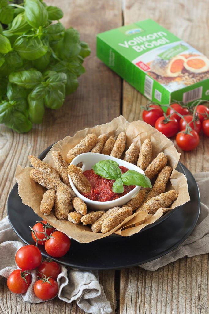 Knusprige Mozzarella Sticks mit Tomatendip von Sweets & Lifestyle®