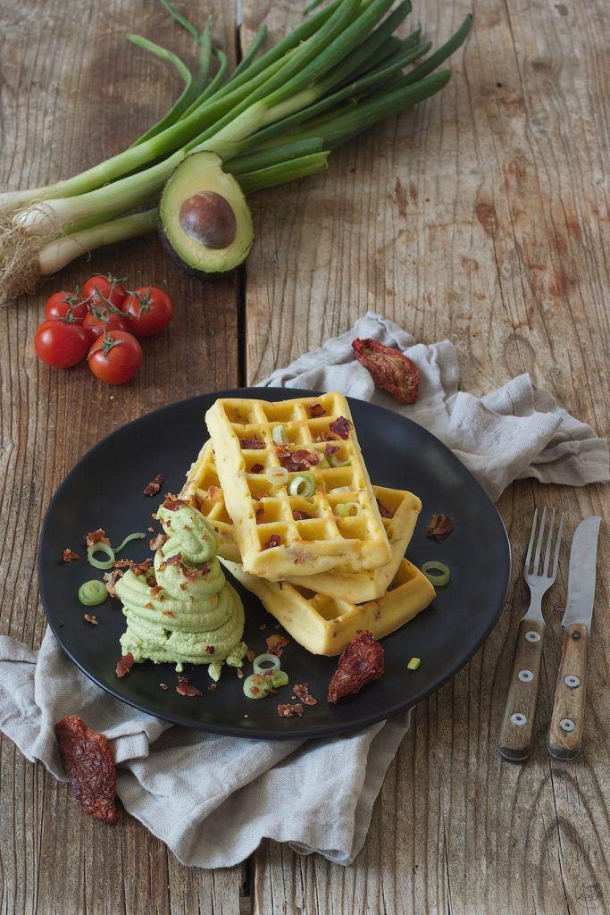 Pikante Waffeln mit selbst gemachtem Avocado Feta Sorbet und mit Baconcrumbs zum Frühstück bei Sweets & Lifestyle®