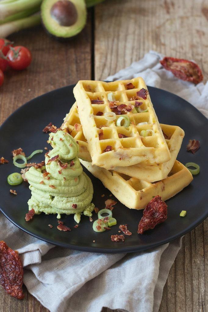 Pikante Waffeln mit Avocado Feta Sorbet und Baconcrumbs zum Frühstück bei Sweets & Lifestyle®