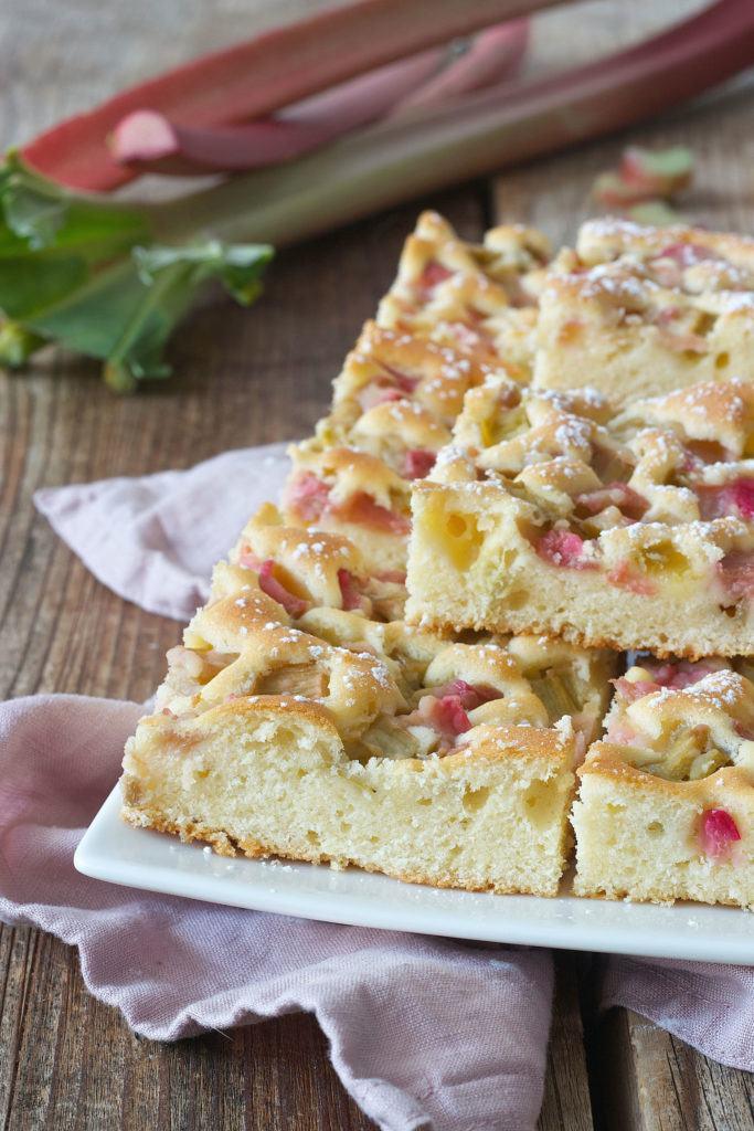 Leckeres und einfaches Rhabarberkuchen Rezept von Sweets & Lifestyle®