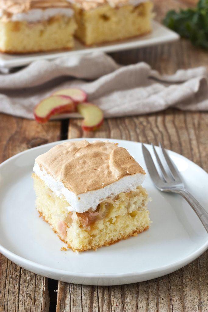 Rhabarberkuchen mit Baiser vom Blech nach einem Rezept von Sweets & Lifestyle®