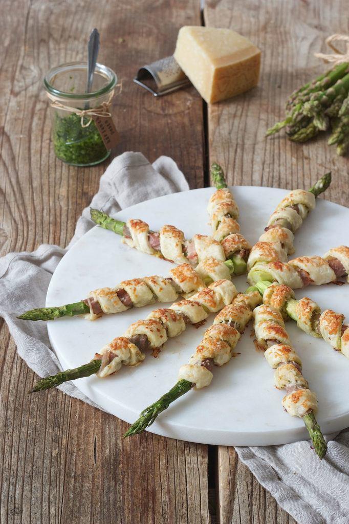Grüner Spargel im Blätterteig mit Schinken nach einem Rezept von Sweets & Lifestyle®