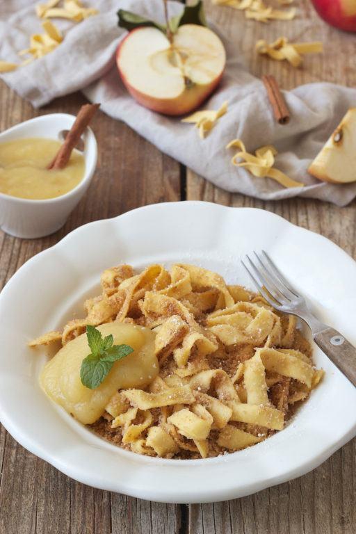 Bröselnudeln mit Apfelmus nach einem Rezept von Sweets & Lifestyle®