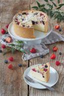 Dinkel Topfentorte mit Beeren und Streusel von Sweets & Lifestyle®