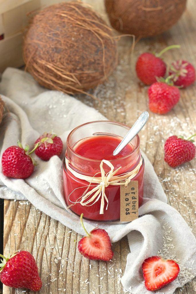 Erdbeer Kokos Marmelade mit Kokosflocken von Sweets & Lifestyle®