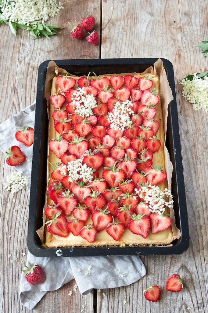 Erdbeerkuchen vom Blech mit Biskuit von Sweets & Lifestyle®