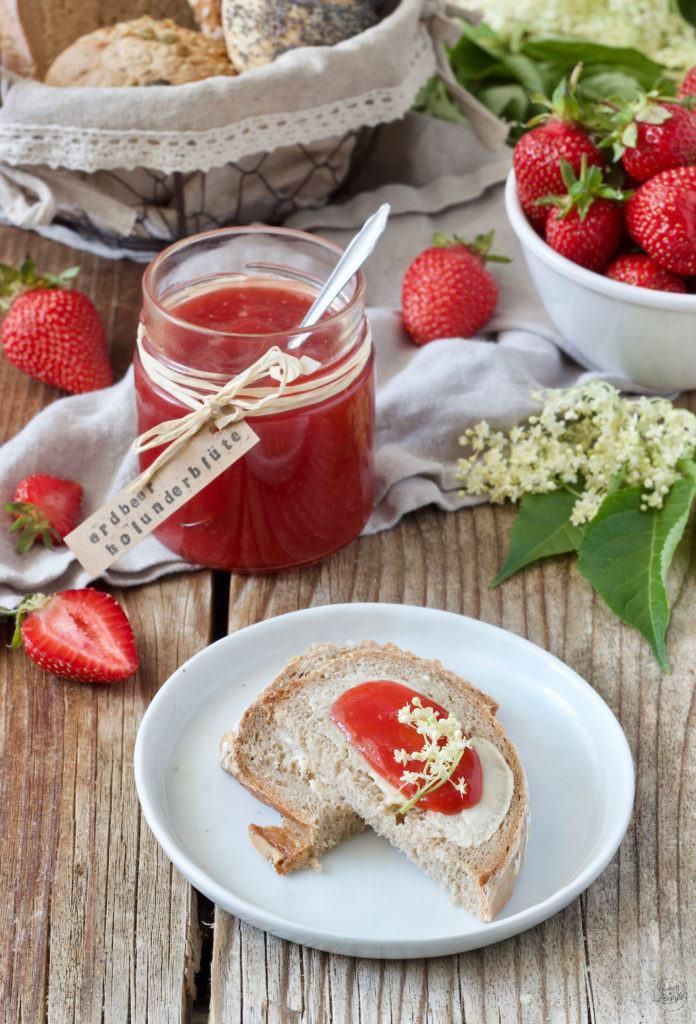 Erdbeermarmelade mit Holunderblüten von Sweets & Lifestyle®