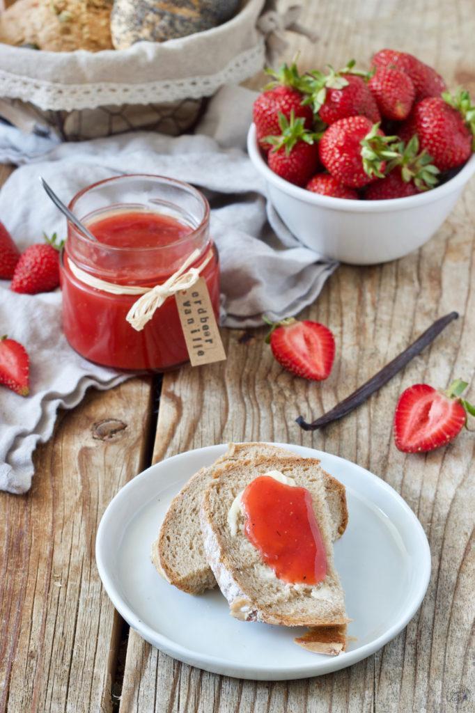 Fruchtige Erdbeermarmelade mit Vanille verfeinert von Sweets & Lifestyle®