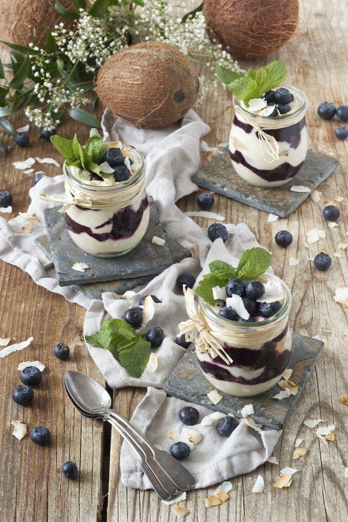 Heidelbeer Dessert im Glas serviert von Sweets & Lifestyle®