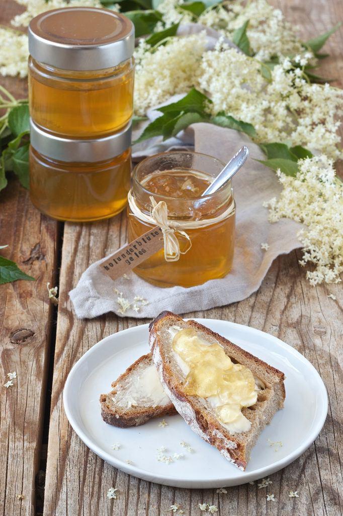 Holunderblütengelee mit Apfelsaft und Holunderblütensirup nach einem Rezept von Sweets & Lifestyle®