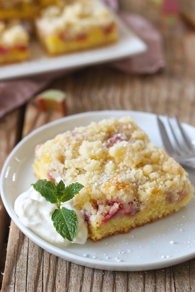 Leckerer Rhabarberkuchen vom Blech mit Streusel von Sweets & Lifestyle®