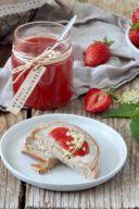 Rezept für eine Erdbeer Holunderblüten Marmelade von Sweets & Lifestyle®