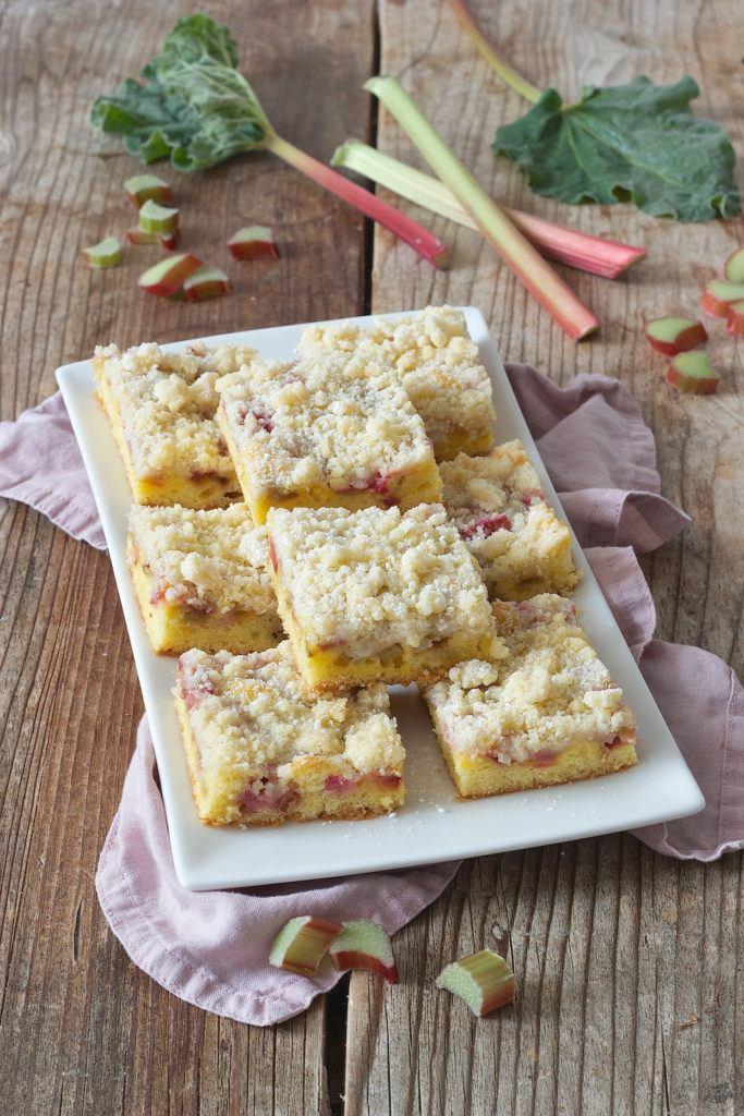 Einfacher und schneller Rhabarberkuchen mit Streusel von Sweets & Lifestyle®