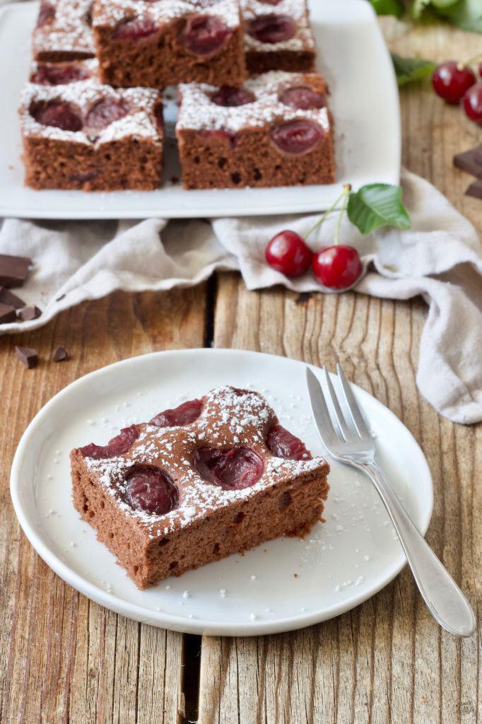 einfacher, saftiger Schoko Kirsch Kuchen von Sweets & Lifestyle®