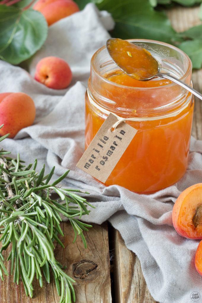 Aprikosenkonfitüre mit Rosmarin verfeinert von Sweets & Lifestyle®