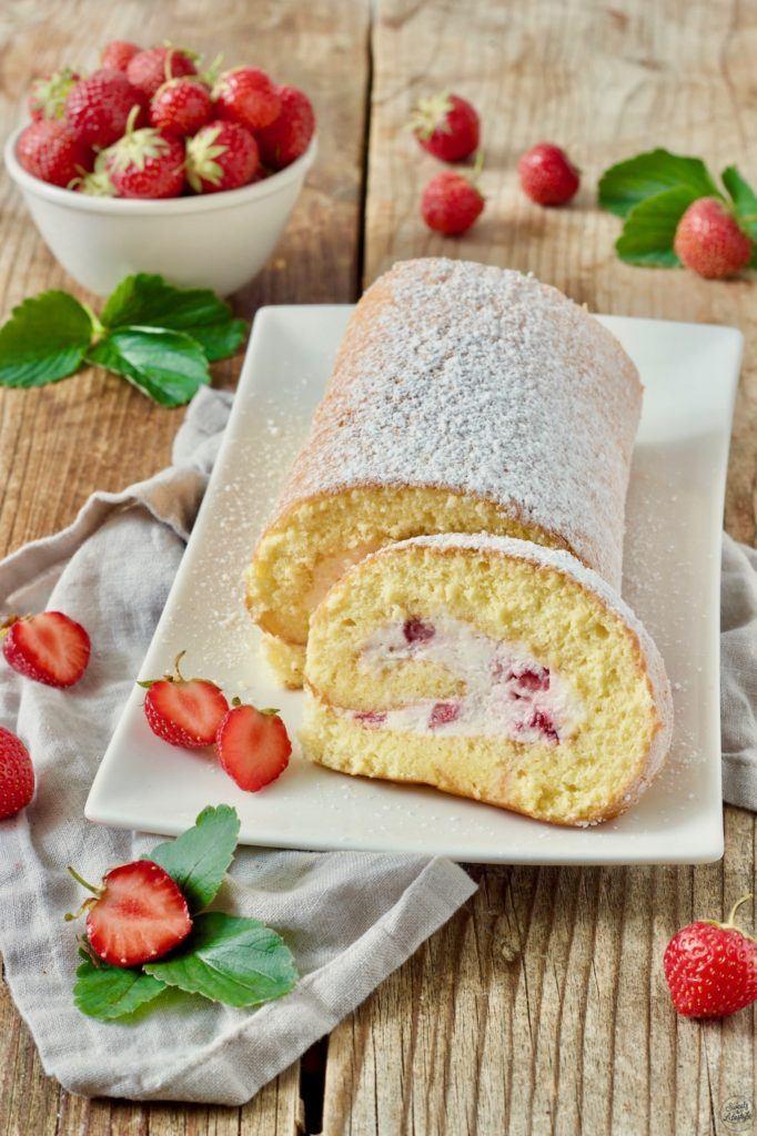 Erdbeerroulade mit Schlagobers und Topfen gefüllt von Sweets & Lifestyle®