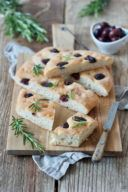 Focaccia mit Oliven nach einem Rezept von Sweets & Lifestyle®