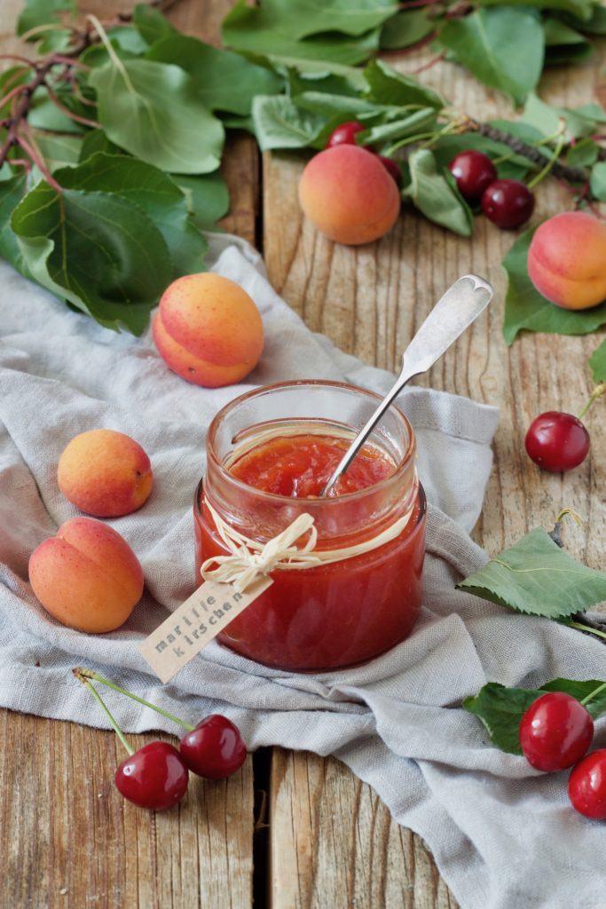Fruchtige Aprikosen Kirschen Marmelade nach einem Rezept von Sweets & Lifestyle®